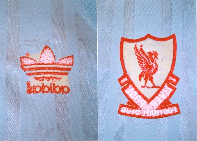 Genuine player shirt's inner side shows clear signs of embroidery