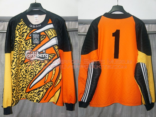 timeless design 9d7e2 e4814 liverpool youth goalkeeper jersey